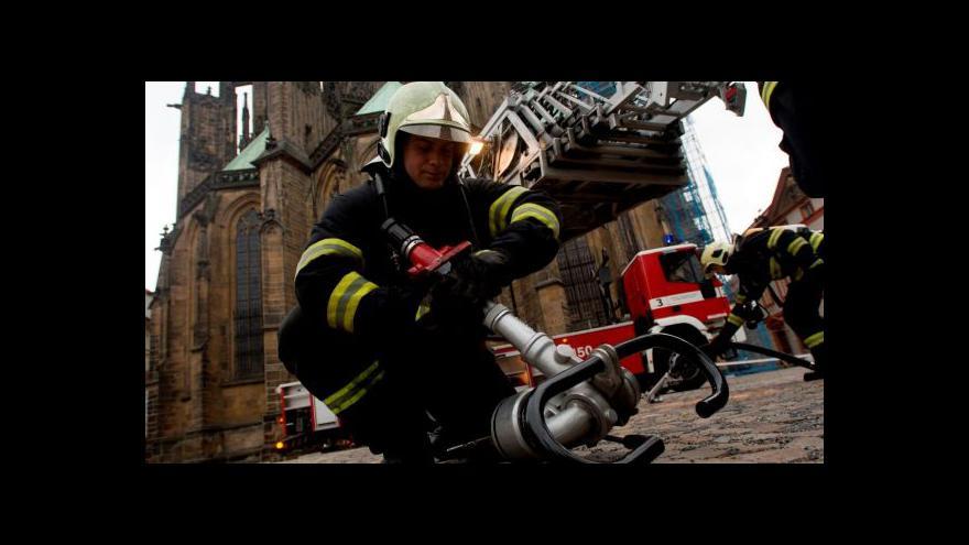 Video Cvičení hasičů na Pražském hradě