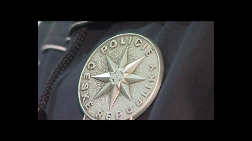 Video Policistům slibují strany více peněz i posily v problematických lokalitách