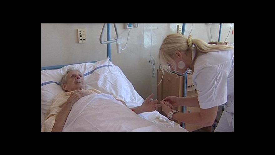 Video Nedostatek zdravotních sester může ohrozit léčbu