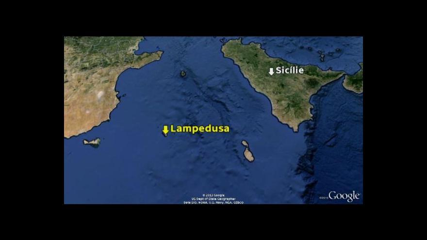 Video U italského ostrova Lampedusa ztroskotala další loď s uprchlíky