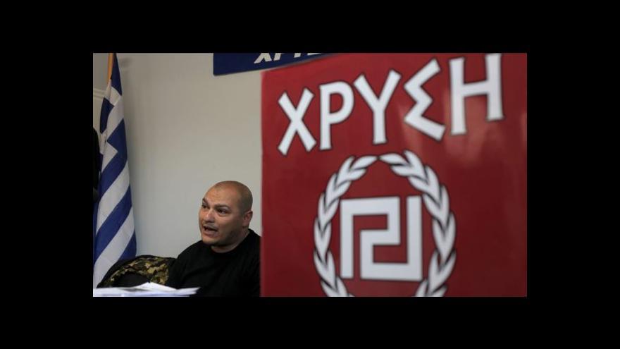 Video V řadách Zlatého úsvitu se zatýkalo