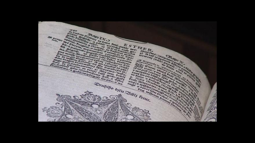 Video Význam Bible kralické vysvětluje kurátor Jiří Mitáček