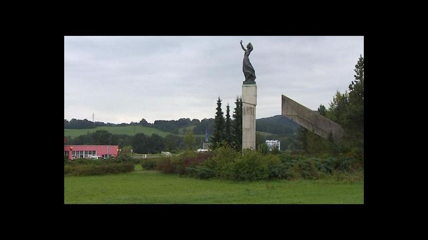 Video Pomník ve Vitějovicích chátrá