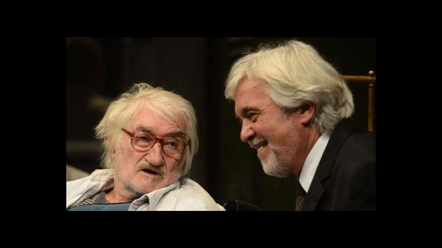 Video Pavel Landovský pokřtil souborné vydání svých dramat