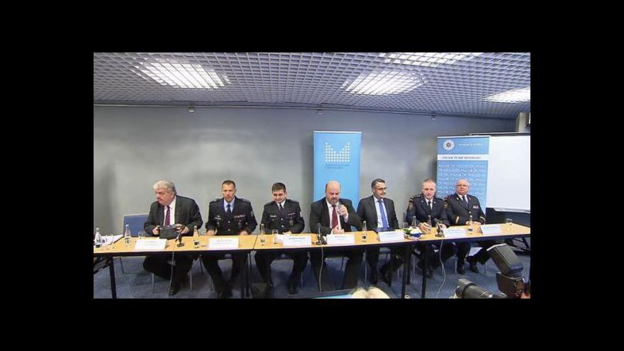 Video Brífink ministra vnitra v demisi po setkání se zástupci policie a hasičů MS kraje