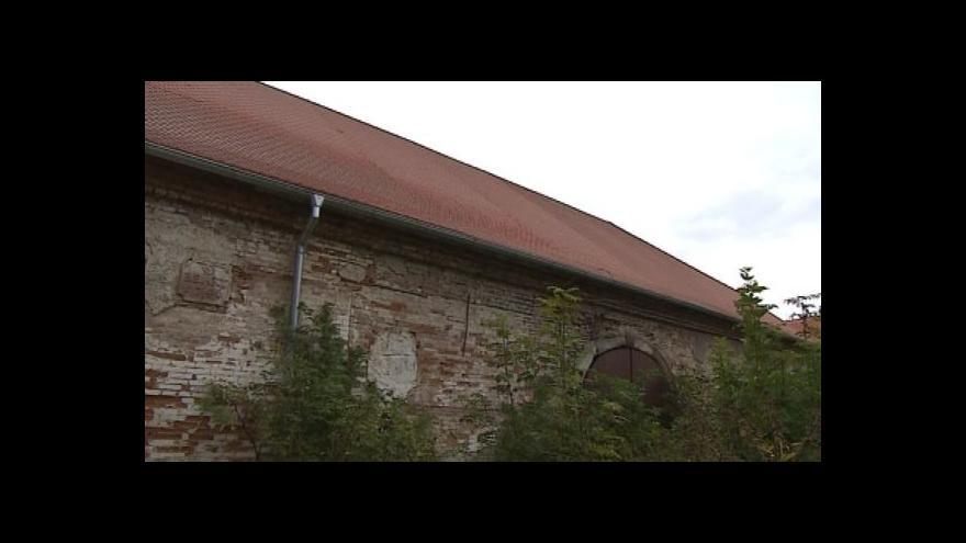 Video Stavbyvedoucí Pavel Hrbáč o rekonstrukci střechy ovčína
