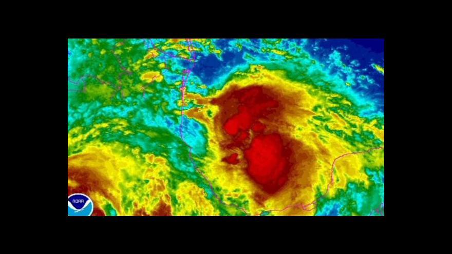 Video Následky hurikánu a tropické bouře v Mexiku si vyžádaly přes dvě desítky životů
