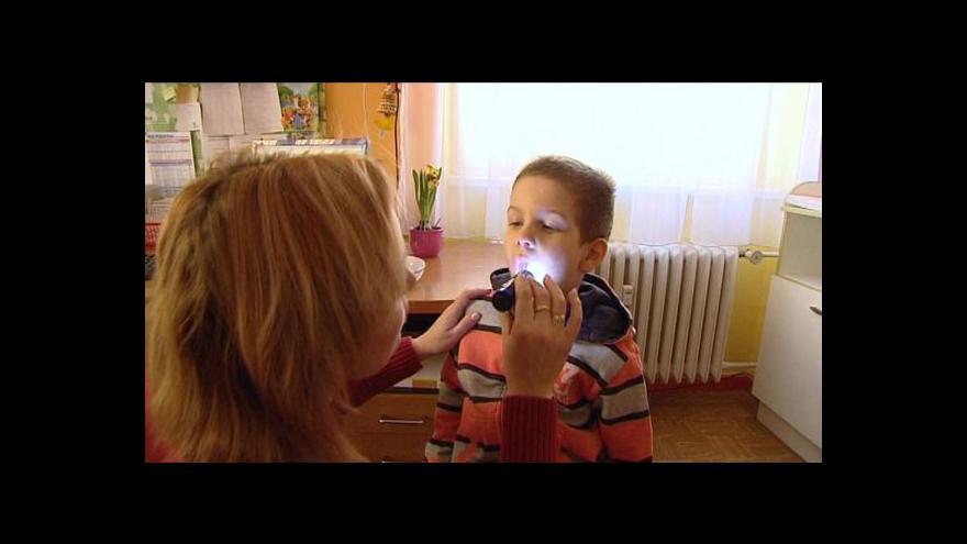 Video Nemocniční poplatky u dětí mají zřejmě vale