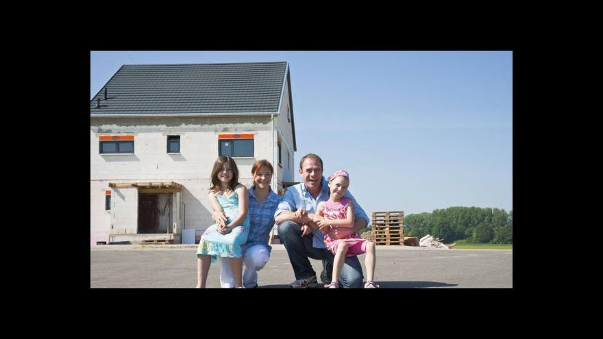 Video Přibývá Čechů, kteří si dům staví svépomocí