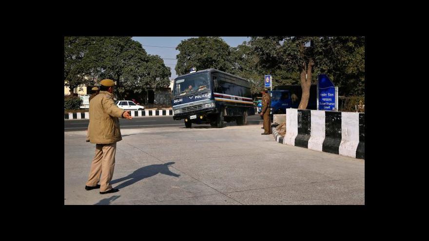 Video Indický soud uznal vinu čtyř násilníků