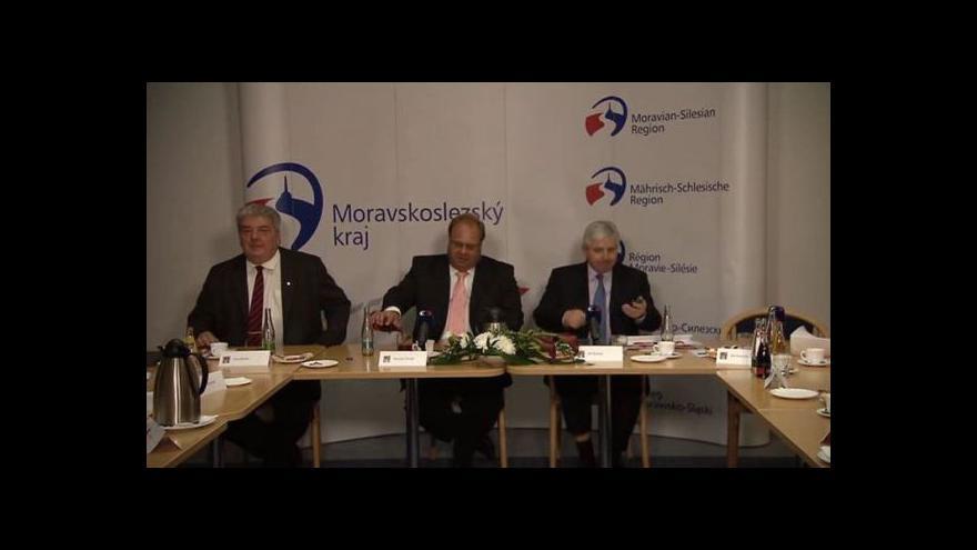 Video Brífink premiéra v demisi po návštěvě MS kraje