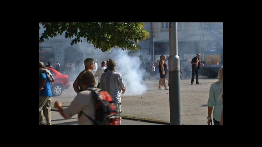 Video Na protiromský pochod vyrazili extremisté v řadě měst