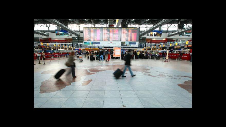 Video Čeští turisté se vrací domů z Egypta