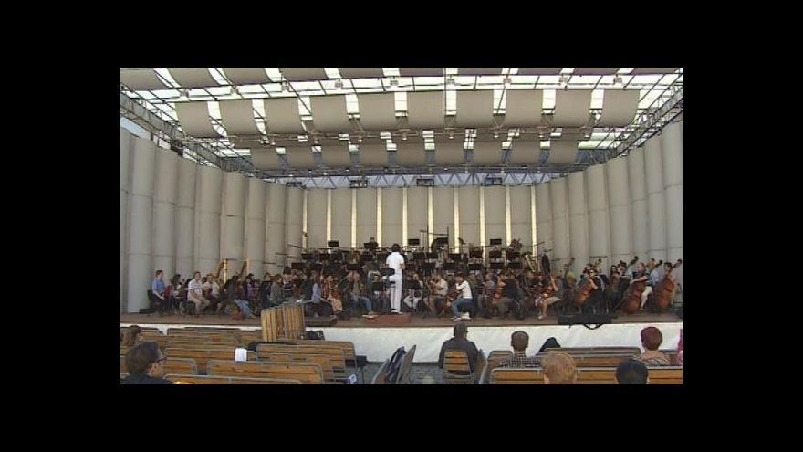 Video NO COMMENT: Zkouška filharmoniků na dnešní koncert