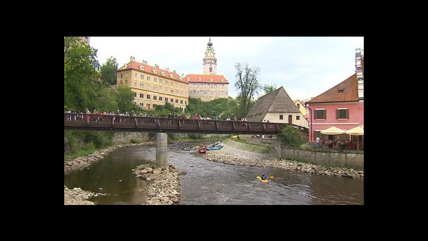Video Následky povodní znepříjemňují život vodákům v Českém Krumlově