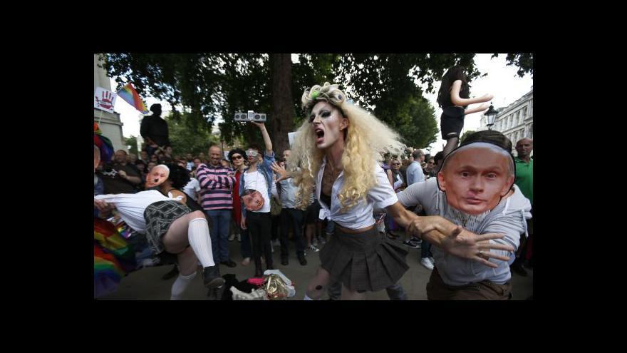 Video Postoj Ruska k homosexuálům vyvolal protesty po celém světě