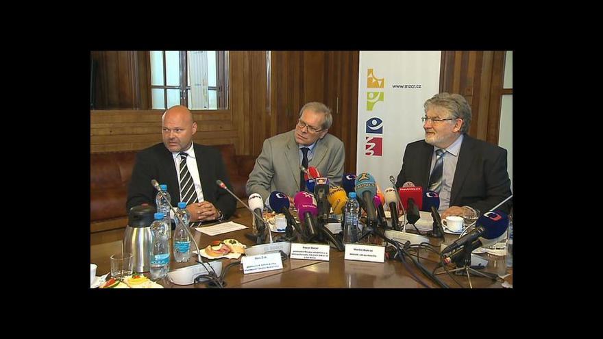 Video Brífink k ustavení konzilia pro Miloše Zemana