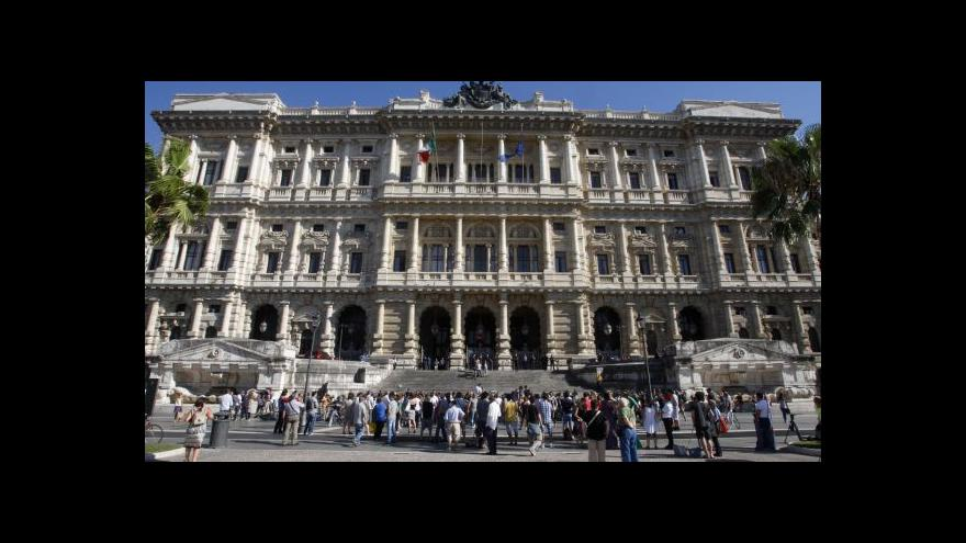 Video Berlusconiho kauza Mediaset u soudu