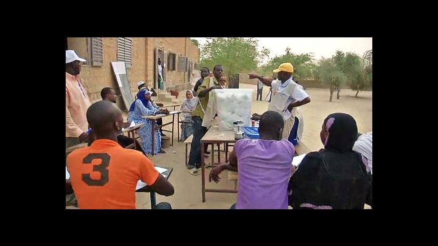 Video V prezidentských volbách v Mali vede expremiér Keita