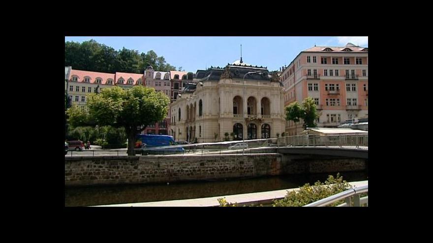 Video Do karlovarského divadla i po rekonstrukci zatéká