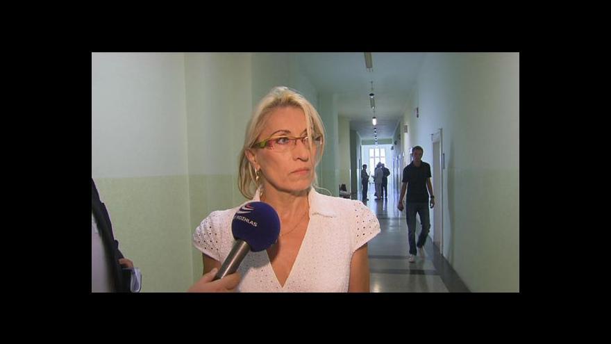 Video Politička odsouzená za vydírání zůstává zastupitelkou