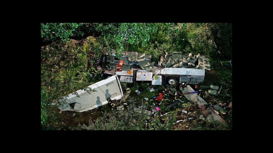 Video Tragická nehoda autobusu na jihu Itálie