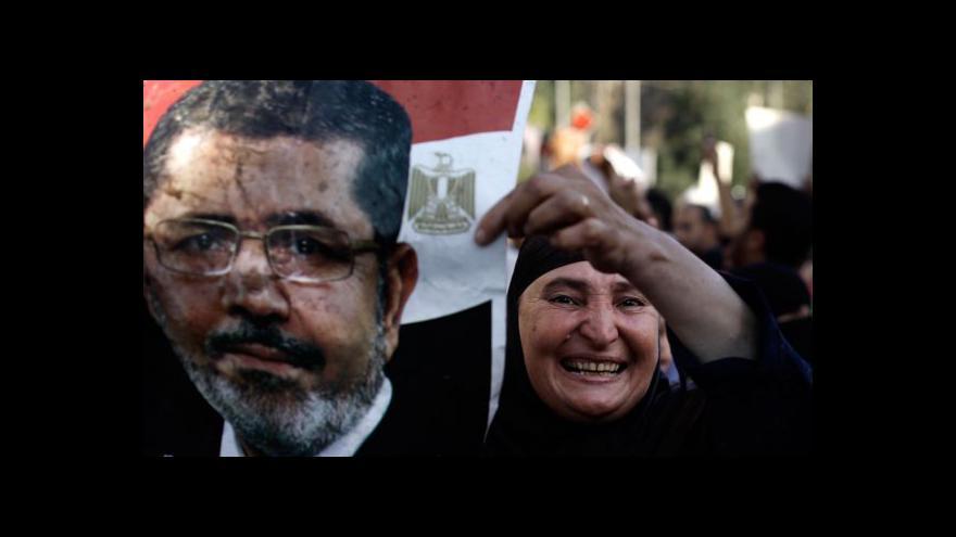 Video Až sto obětí při střetech v Egyptě