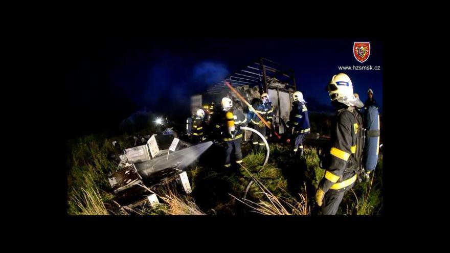 Video Zásah hasičů u požáru kamionu se sporáky