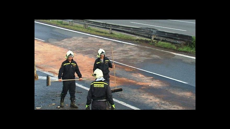 Video Nehoda kamionů hodiny blokovala D1
