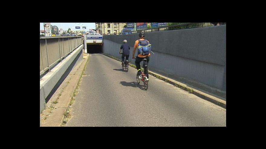 Video Anna Chudobová a Anna Havlovicová o cyklopruhu na magistrále