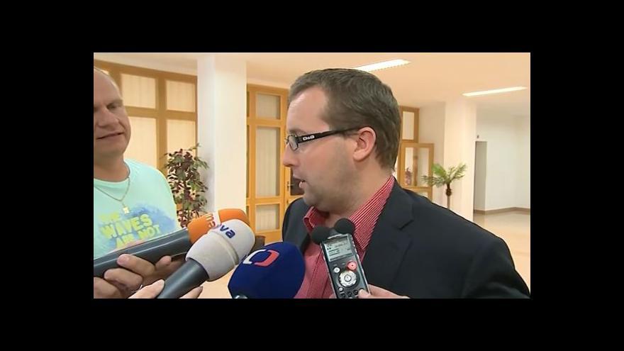 Video Záběry policejního zásahu a rozhovor s žalobcem Romanem Kafkou
