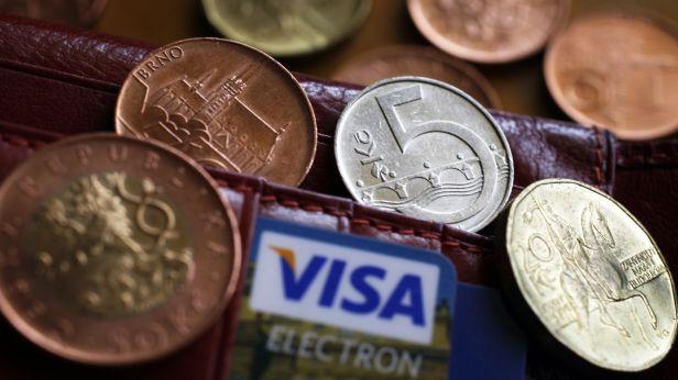 Video Evropská komise chce snížit poplatky u plateb kartou