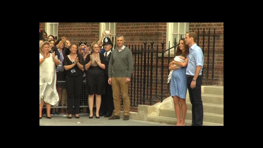 Video Británie poprvé spatřila královského syna