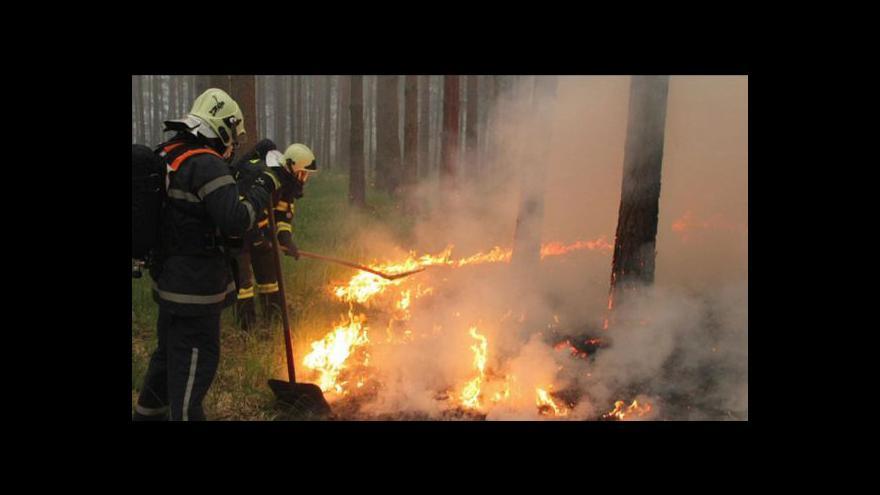 Video Sucho nahrává požárům, hasiči už zasahovali na jihu Moravy