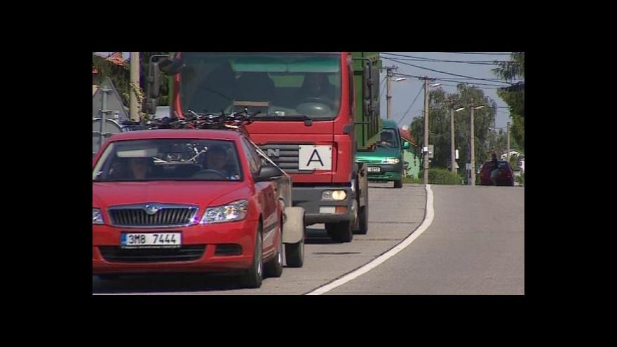Video Kladrubští sepsali petici proti kamionům