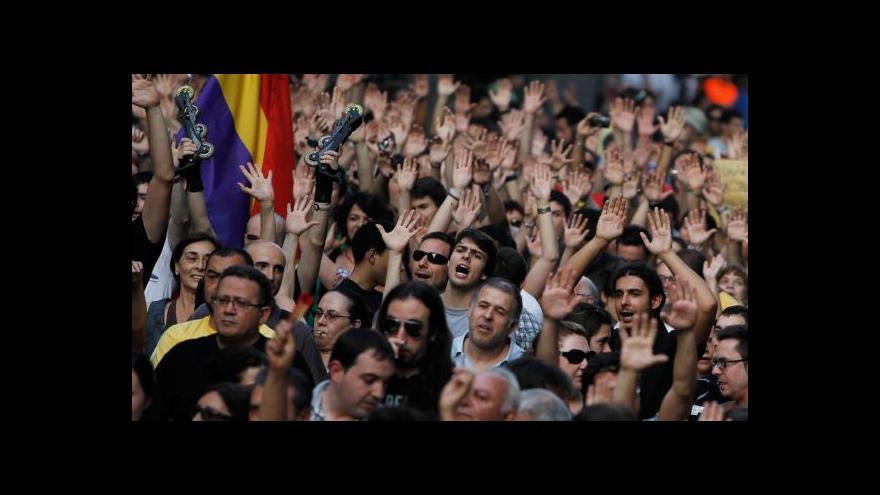 Video Tisíce Španělů požadovaly rezignaci premiéra