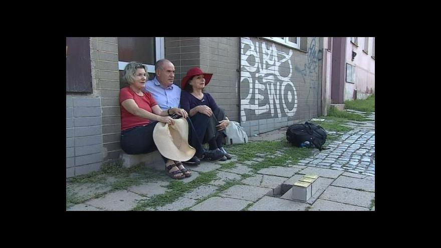 Video NO COMMENT: Pokládání Stolpersteinů za rodinu Heinrichových