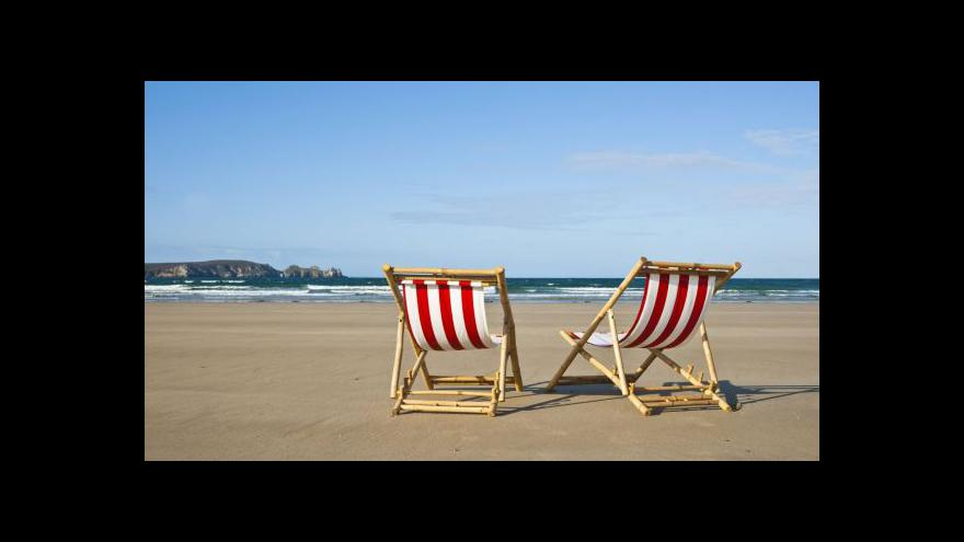Video Mnohým chybí na zahraniční dovolenou peníze