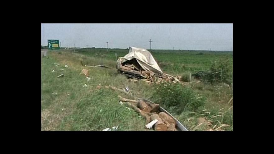 Video Pět Čechů se zranilo při nehodě autobusu v Srbsku