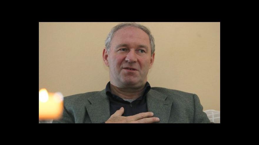 Video Slovenský duchovní Bezák chce odejít ze země