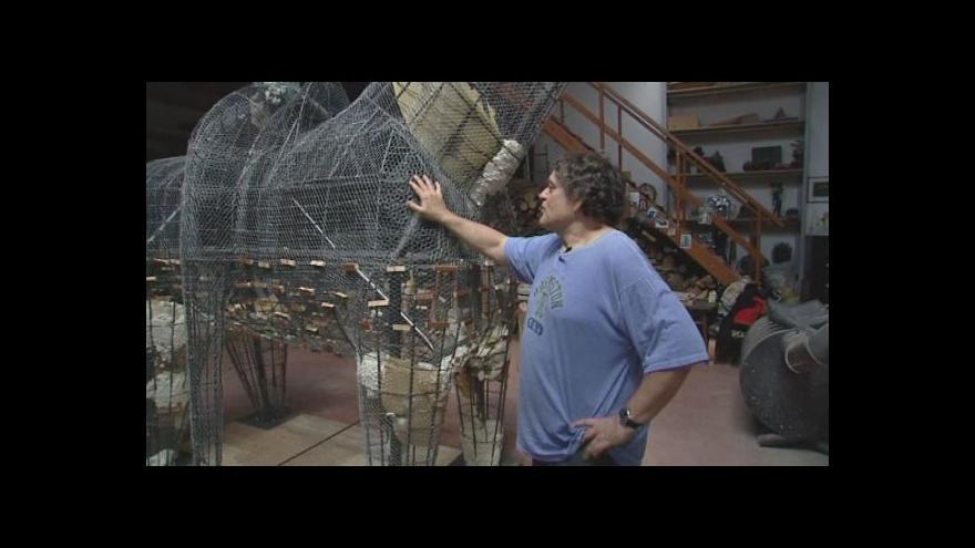 Video Architekt Jaroslav Róna o výrobě sochy