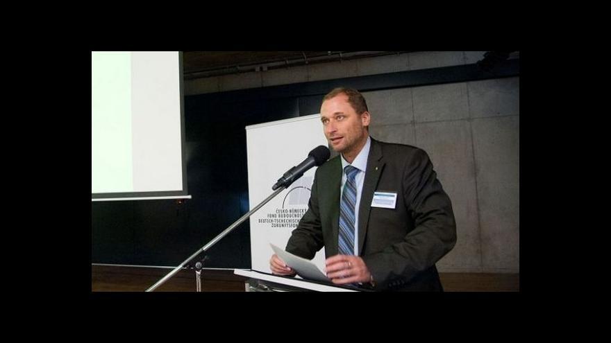 Video Premiér uvádí do úřadu ministra životního prostředí