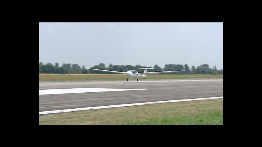 Video Erik Knajfl a Vlastimil Weiner o cestě letadélka Phoenixe