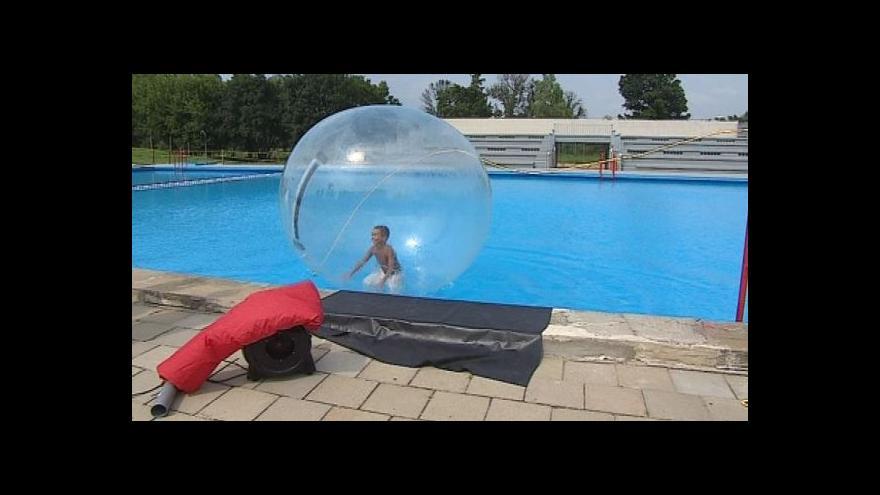 Video NO COMMENT: Adrenalinová zábava na koupalištích
