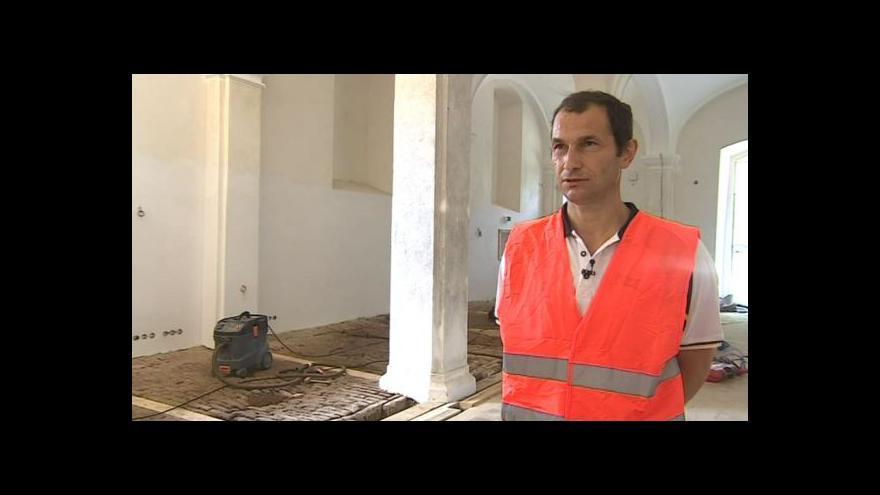 Video O záchraně podlah hovoří památkář Milan Šindler