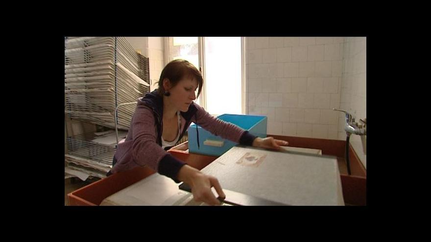 Video Umění restaurátorů: Ateliér restaurování papíru, knižní vazby a dokumentů
