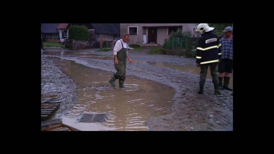 Video Lucie Rosí o škodách po deštích