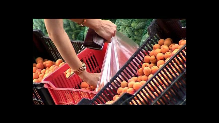 Video Kontroly drůbežího z dovozu a ovoce u silnic
