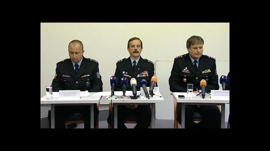 Video Brífink policie k zásahu v Českých Budějovicích