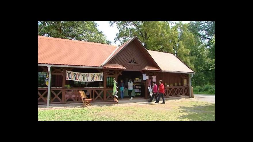 Video Návštěvníci Babiččina údolí mohou přispívat na dobrou věc